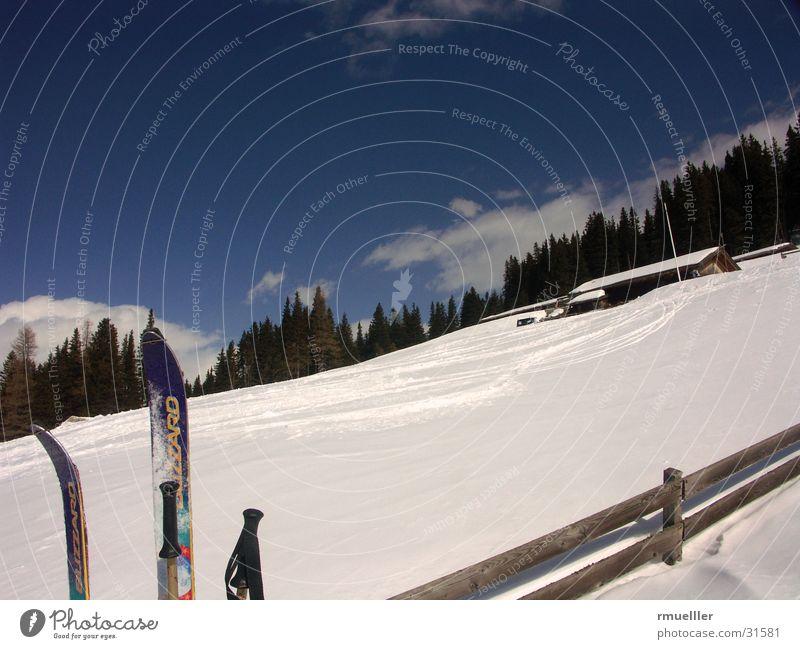 Schnee - Juchee... Himmel weiß Winter Freude Haus Sport Berge u. Gebirge Freiheit Freizeit & Hobby Aktion Skifahren Alpen Schönes Wetter Zaun Hütte