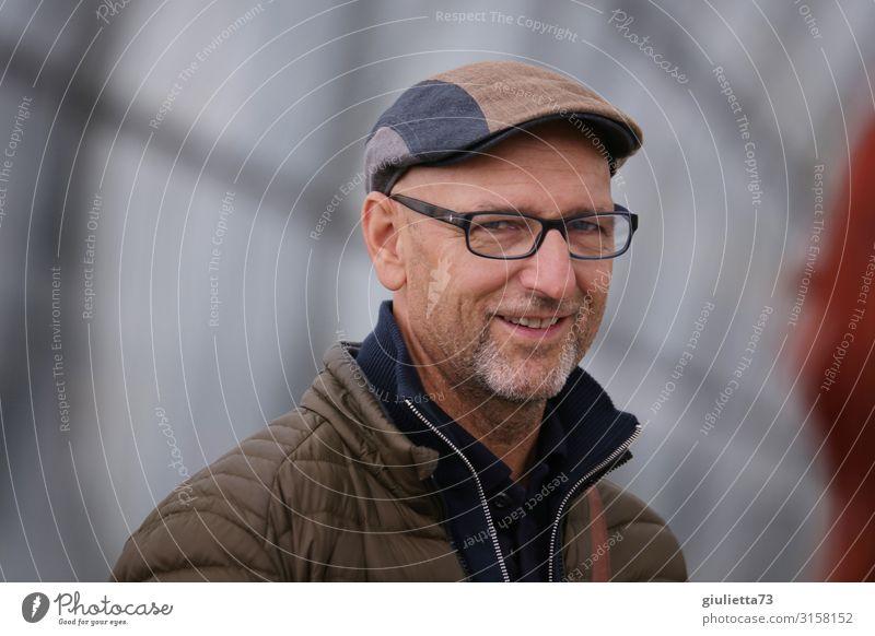 Schön dich zu sehen... | UT HH19 Mann Erwachsene Männlicher Senior Leben Mensch 45-60 Jahre 60 und älter Brille Mütze grauhaarig Glatze Bart Dreitagebart