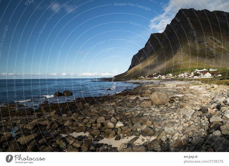 Licht und Schatten Ferien & Urlaub & Reisen Tourismus Ausflug Ferne Strand Meer Umwelt Natur Landschaft Himmel Felsen Berge u. Gebirge Küste Insel Lofoten