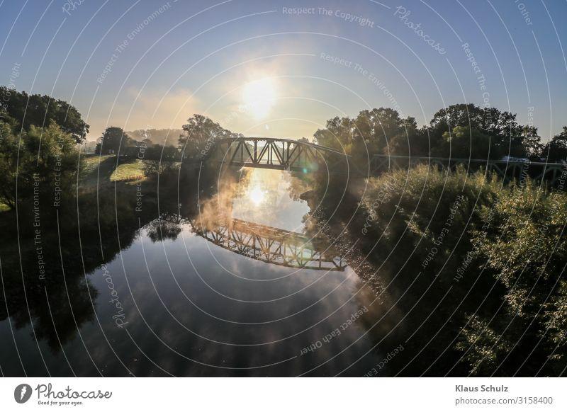 Kanal mit Eisenbahnbrücke Fluss Wasser Sonnenaufgang Nebel Natur Landschaft Stimmungen