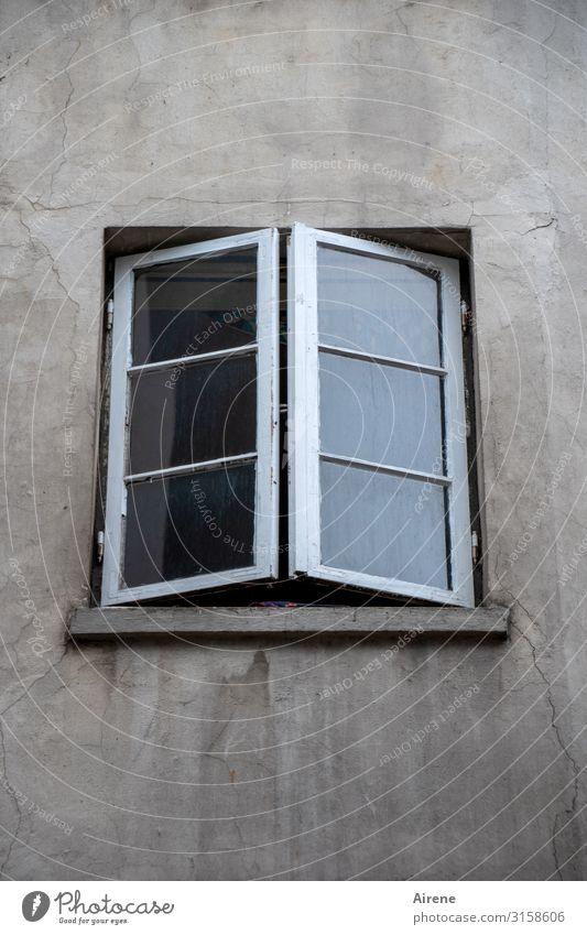 halb   UT Hamburg Stadt Einsamkeit Fenster Häusliches Leben trist Ordnung einfach Langeweile schließen aufmachen karg sparsam bescheiden Unlust normal lüften