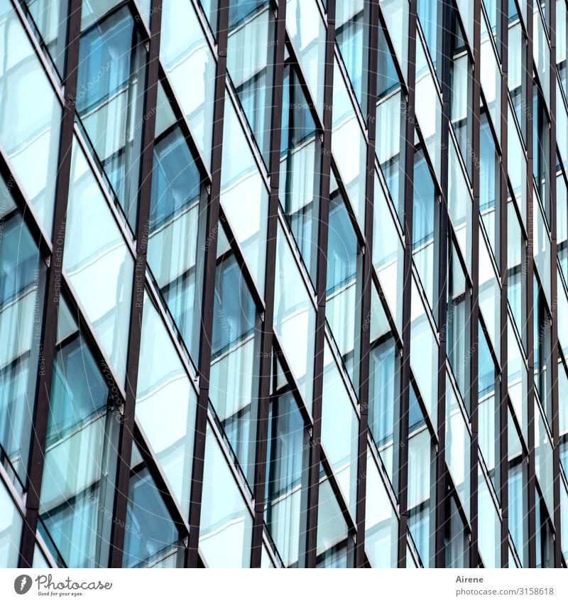 kleinkariert | UT Hamburg Stadt Stadtzentrum Haus Hochhaus Fassade Fenster Glasfassade Linie Netzwerk Raster Neigung diagonal durcheinander Rechteck eckig