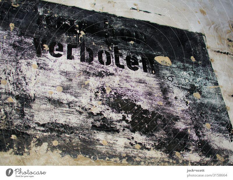 schwarz verboten Wand Verbote Wort dunkel fest Verschwiegenheit gefährlich Endzeitstimmung Idee Moral Rätsel Stil Verfall Vergänglichkeit Wandel & Veränderung