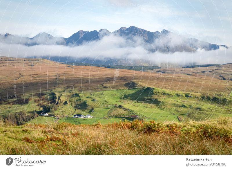 Schottische Landschaft auf der Isle of Skye Ferien & Urlaub & Reisen Ferne Berge u. Gebirge wandern Umwelt Natur Luft Himmel Wolken Herbst Wiese Feld Gipfel