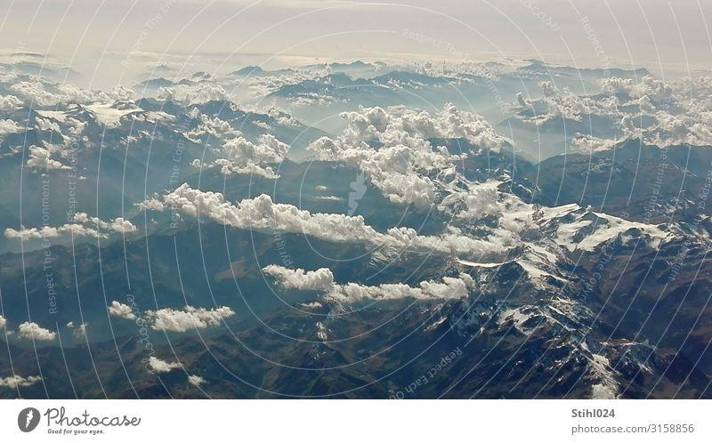 Flug über die Alpen Ausflug Ferne Freiheit Berge u. Gebirge Landschaft Urelemente Himmel Wolken Horizont Sonnenlicht Schönes Wetter Felsen Gipfel fliegen