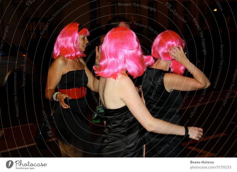 Let's Party Tonight Freude Leben Freizeit & Hobby Nachtleben Veranstaltung ausgehen Feste & Feiern Tanzen Karneval feminin Kleid rothaarig Perücke wählen
