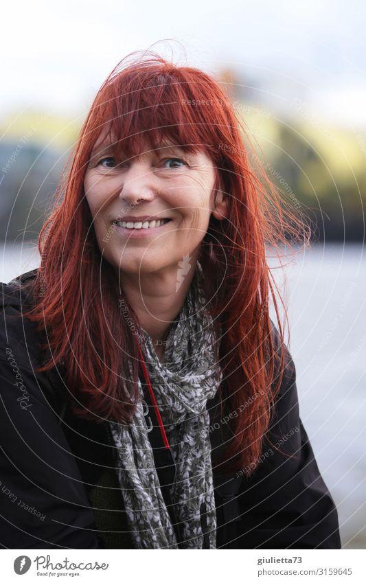 Lächeln macht glücklich | UT HH19 Frau Erwachsene Weiblicher Senior Leben Mensch 45-60 Jahre Halstuch rothaarig langhaarig Pony Freundlichkeit Glück natürlich