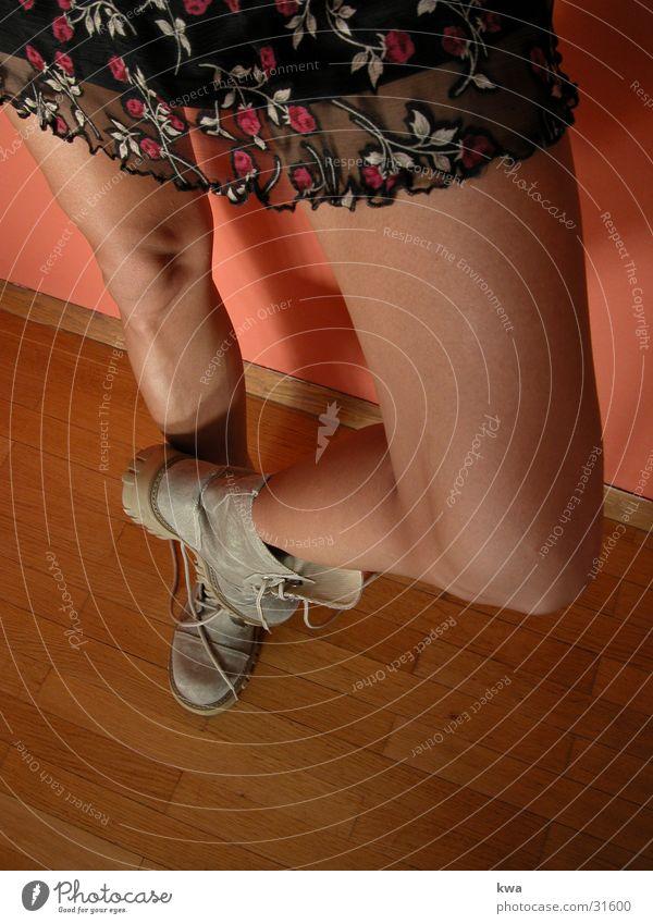 beinhart Frau Beine Fuß Bodenbelag