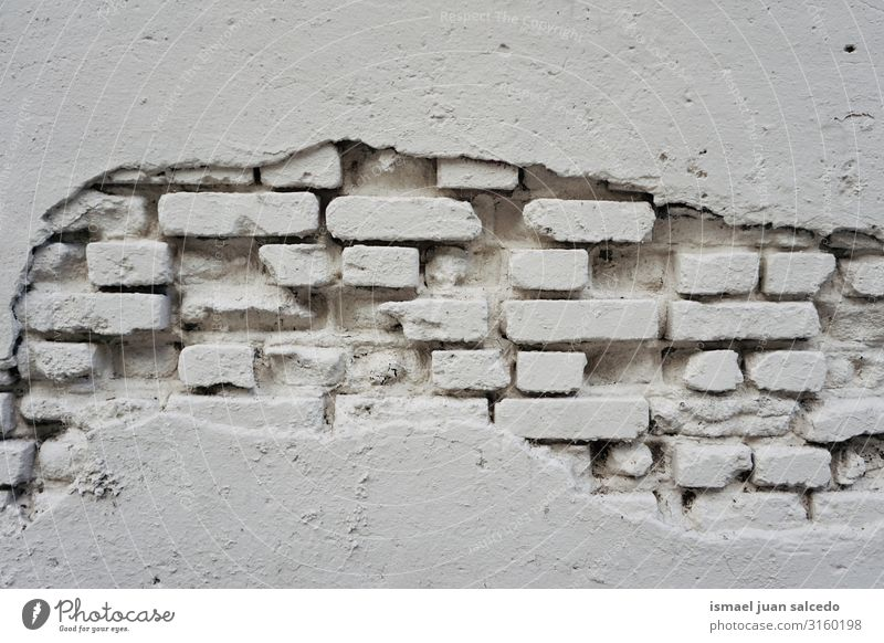 ol weiße Wand, die an der Fassade des Gebäudes gebrochen ist. Konsistenz Muster Stein kaputt Hintergrund neutral Hintergrundbild abstrakt alt aussetzen Ruine