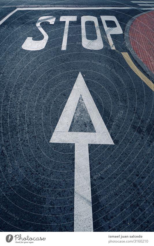 Haltestelle Verkehrszeichen auf der Straße auf der Straße stoppen Verkehrsgebot Signal Asphalt Ermahnung Großstadt Verkehrsschild Hinweisschild