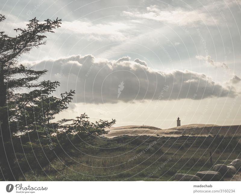 Leuchtturm am Horizont Umwelt Natur Landschaft Himmel Wolken Herbst Dorf Fischerdorf Turm authentisch einfach Kitsch Stimmung Schutz Geborgenheit ruhig Wahrheit