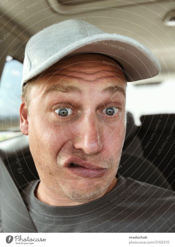Portrait junger Mann Blickkontakt Erwachsene Verkehr Verkehrsmittel Verkehrswege Personenverkehr Straßenverkehr Autofahren Autobahn Fahrzeug PKW bedrohlich