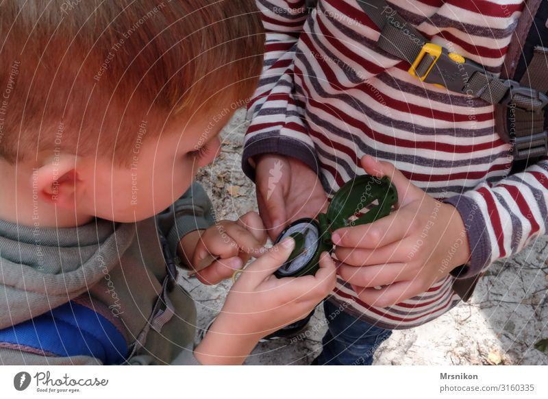 Kompass Kinderspiel Ferien & Urlaub & Reisen Tourismus Ausflug Abenteuer Ferne Freiheit Expedition Camping wandern Kleinkind Junge Geschwister Bruder Kindheit