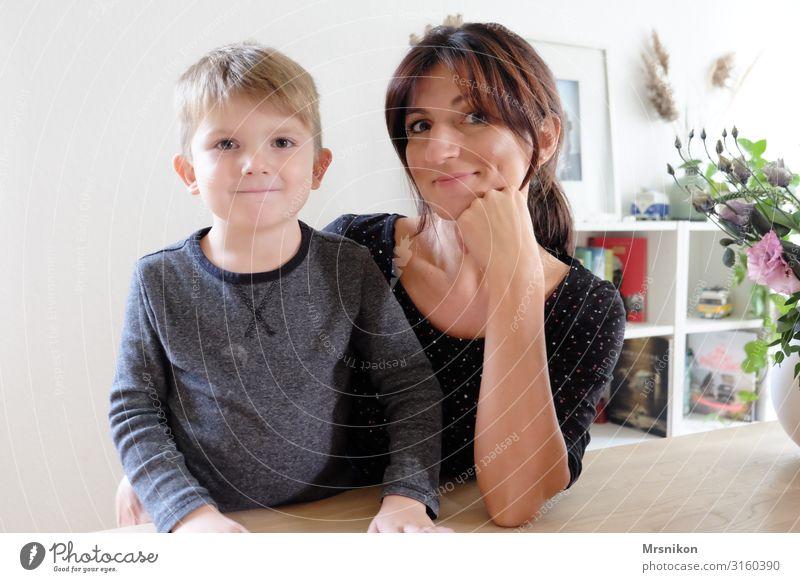 zusammen ist man weniger allein Frau Kind Mensch Freude Erwachsene Leben sprechen natürlich Gefühle Familie & Verwandtschaft Glück Junge Zusammensein