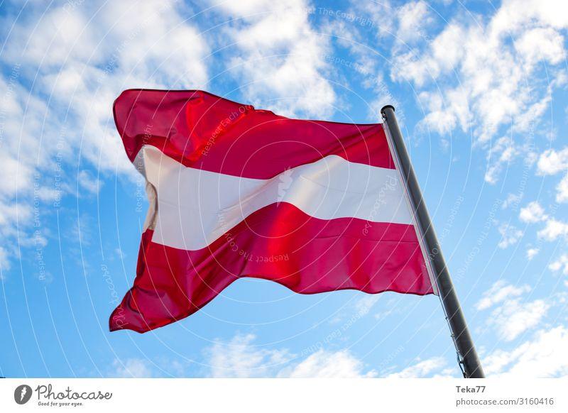 Die Österreichische Flagge Wind Zeichen Schriftzeichen Ziffern & Zahlen Schilder & Markierungen ästhetisch Österreicher Fahne Farbfoto Außenaufnahme