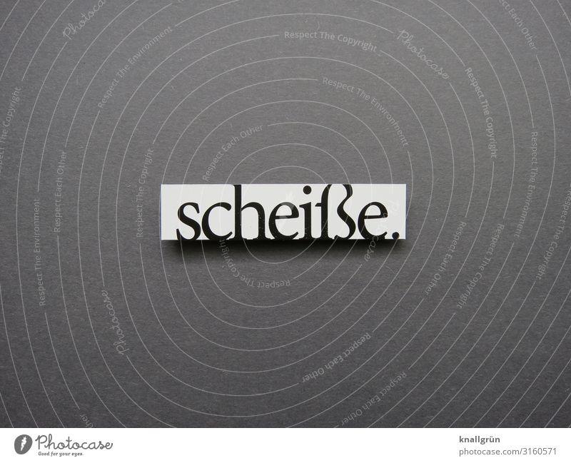 scheiße. Schriftzeichen Schilder & Markierungen Kommunizieren Aggression grau schwarz weiß Gefühle Ärger Schimpfwort fluchen Umgangssprache vulgär Farbfoto