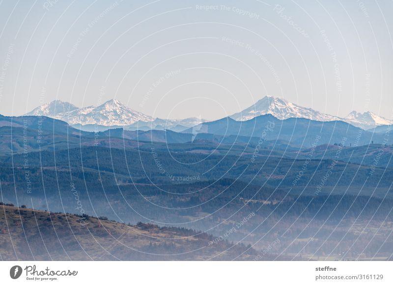 Three sisters Himmel blau Berge u. Gebirge Herbst braun Nebel Schönes Wetter Gipfel Schneebedeckte Gipfel Vulkan Oregon