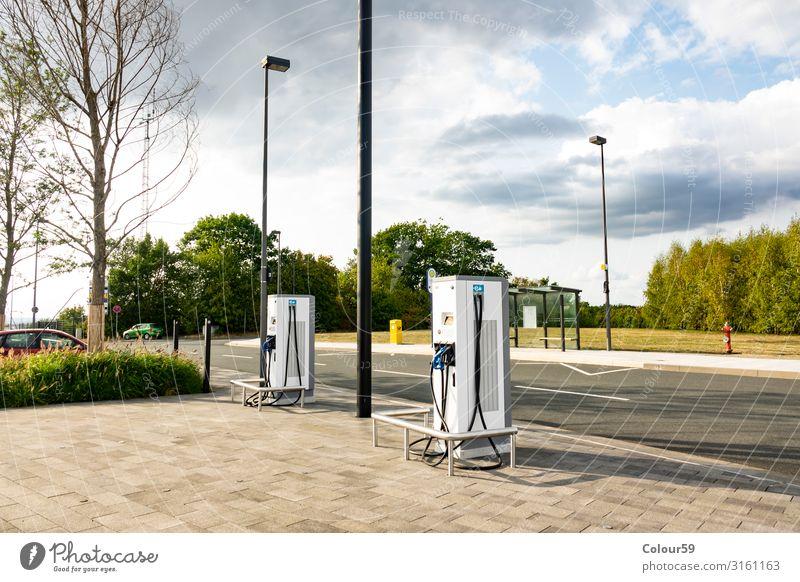 Stromtankstelle Umwelt Sommer fahren Kraft Station Tank E Tankstelle tanken ökonomisch co 2 zukunft Tanksäule Fortschritt energie Farbfoto Außenaufnahme Tag