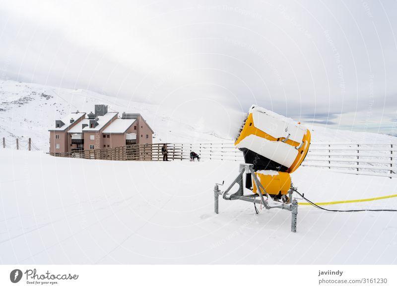 Schneekanone im Einsatz in der Sierra Nevada Ferien & Urlaub & Reisen Tourismus Winter Berge u. Gebirge Sport Technik & Technologie Natur machen weiß kalt