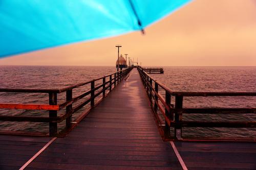 Kitschnudel Himmel Wasser Landschaft rot Holz Herbst Umwelt orange Horizont Idylle Schönes Wetter Schutz Sicherheit Bauwerk Ostsee Abenddämmerung