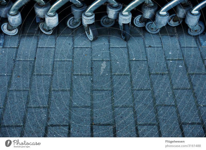 Körbe kriegen Einkaufswagen Einkaufen Supermarkt Korb Räder Pflastersteine