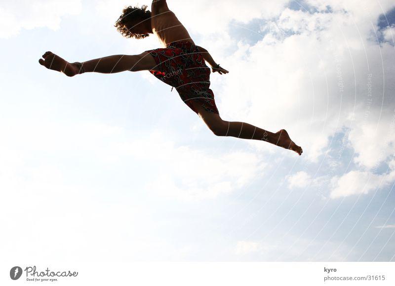 dem himmel so nahe Trampolin Wolken springen Sommer Physik Himmel Beine sportlich Musikfestival Freude fliegen Wärme Sonne
