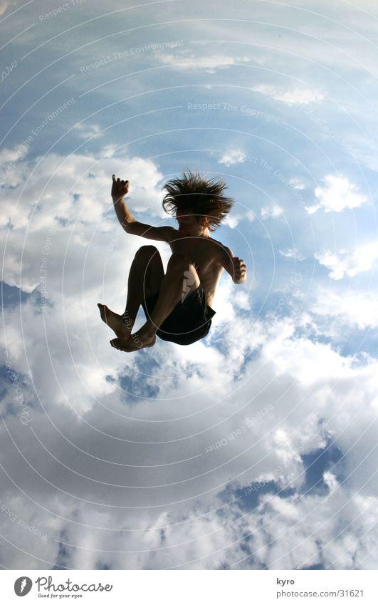ohne fallschirm?! Wolken Sturz Geschwindigkeit Trampolin seltsam fallen fliegen hockend oben blau Sonne