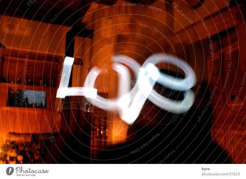 love in 8 seconds Liebe Licht Physik gemütlich Holz Schweben obskur Wärme Stimmung orange Schriftzeichen hell