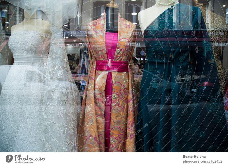 Paris - Stadt der Mode schön Stadtzentrum Fußgängerzone Schaufenster Bekleidung Kleid Robe Brautkleid Ballkleid wählen kaufen entdecken glänzend leuchten