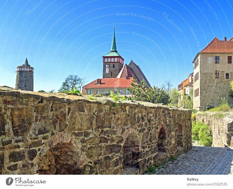 Altstadt von Bautzen mit alter Wasserkunst und Michaeliskirche Deutschland Sachsen Europa Stadt Menschenleer Kirche Bauwerk Gebäude Architektur Mauer Wand