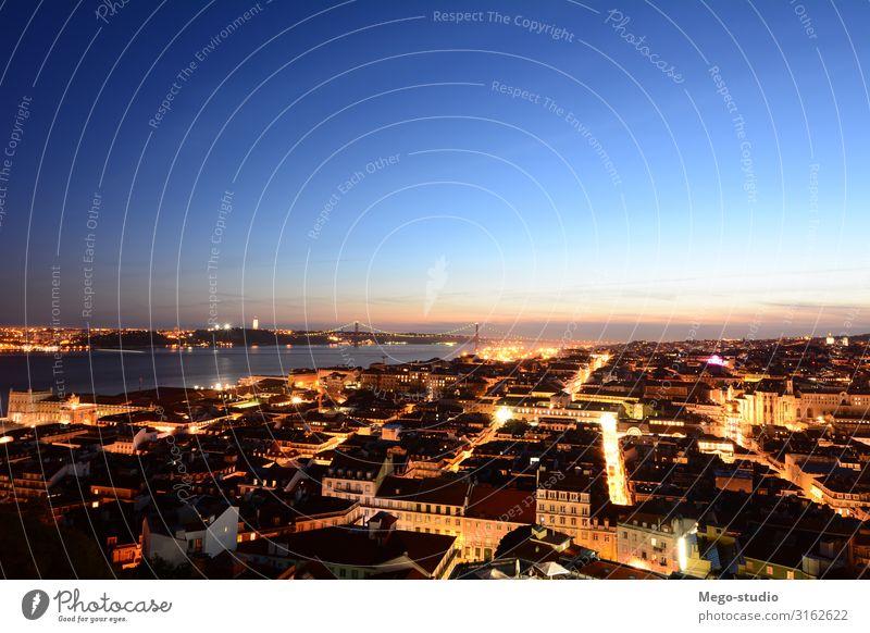 Blick auf Lissabon bei Sonnenuntergang. schön Ferien & Urlaub & Reisen Tourismus Sightseeing Haus Landschaft Himmel Stadt Stadtzentrum Altstadt Skyline Platz