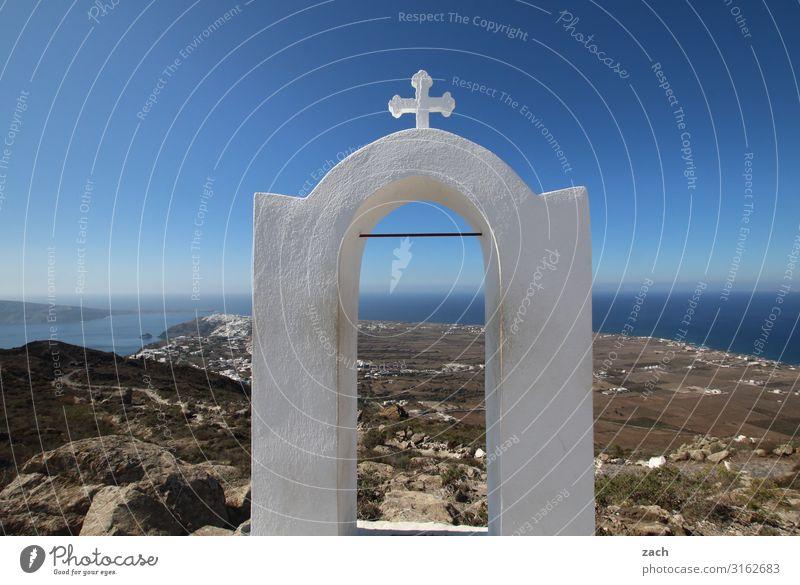 Tor zum Himmel Landschaft Wasser Hügel Küste Meer Mittelmeer Ägäis Caldera Insel Santorin Kykladen Griechenland Dorf Kirche Kreuz blau Glaube Religion & Glaube