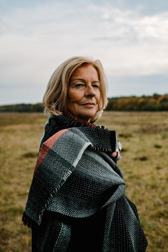 Traudl Frau Natur schön Landschaft Erholung Gesundheit Lifestyle Erwachsene Leben Herbst Senior feminin Wiese Glück Stil Zufriedenheit