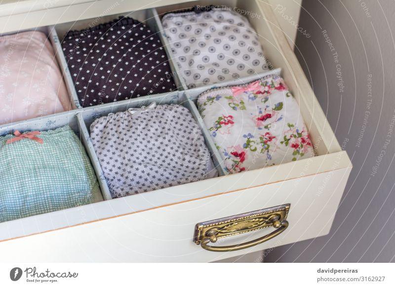 Damenunterwäsche in einem persönlichen Kleiderschrank bestellt kaufen elegant Design schön Körper Business feminin Frau Erwachsene Ausstellung Mode Bekleidung