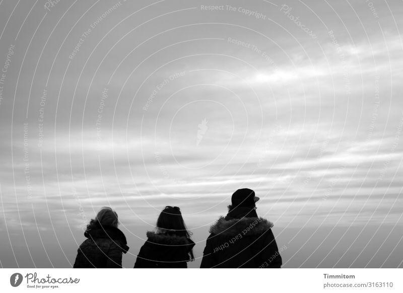 Gemeinsam schauen Mensch Himmel Ferien & Urlaub & Reisen Natur weiß schwarz Umwelt feminin grau maskulin ästhetisch Schönes Wetter Zusammenhalt Familienausflug