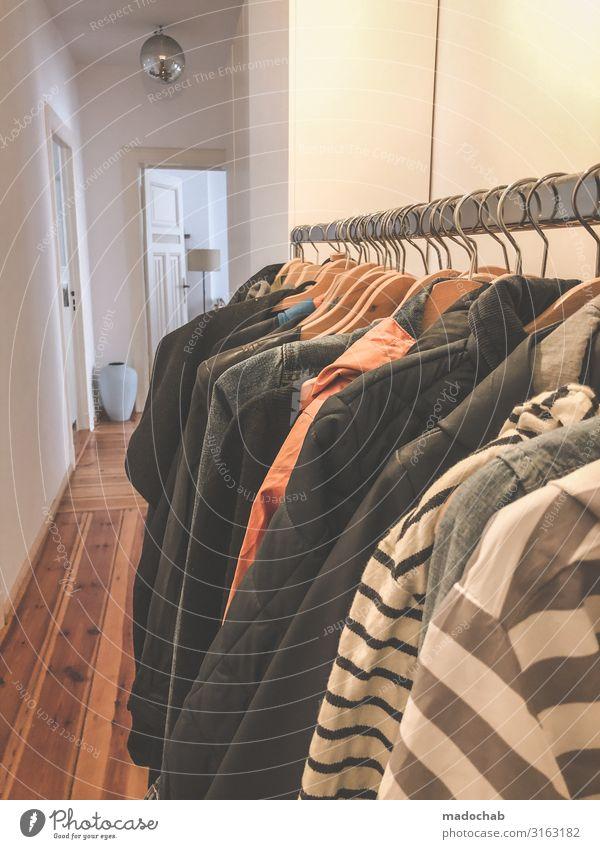 Kleiderstange im Flur Häusliches Leben Wohnung Innenarchitektur Dekoration & Verzierung Tür Mode Bekleidung Jacke Mantel Stoff Unendlichkeit modern