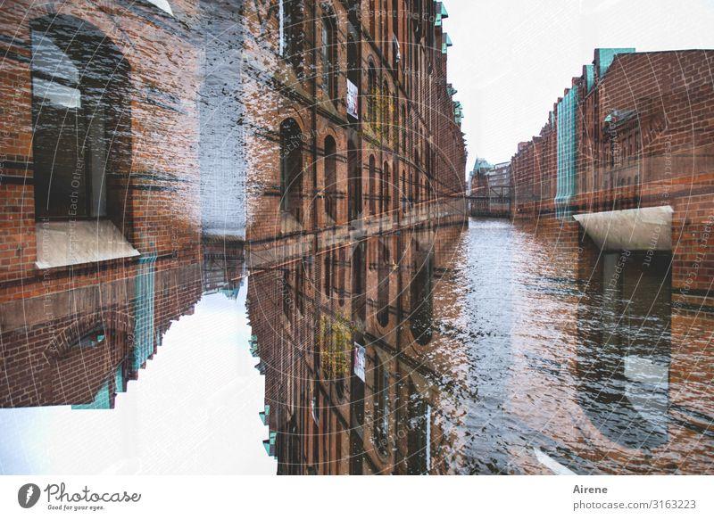 Multi   UT Hamburg Wasser Flussufer Hafenstadt Altstadt Bauwerk Backsteinfassade Sehenswürdigkeit Alte Speicherstadt Bekanntheit oben unten verrückt Bewegung