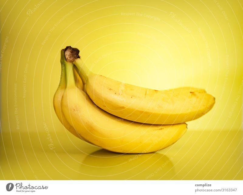 Bananen in Gelb Lebensmittel Frucht Ernährung Essen Bioprodukte Vegetarische Ernährung Diät Asiatische Küche Gesunde Ernährung saftig gelb Stauden mehrfarbig