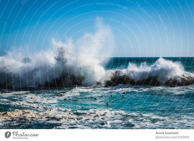 Wellen brechen sich an Felsen im Sonnenschein Sinnesorgane Erholung Schwimmen & Baden Angeln Fischereiwirtschaft Umwelt Natur Landschaft Urelemente Luft Wasser