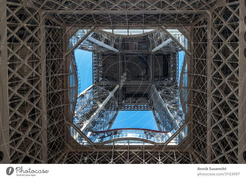Eiffelturm Paris - Himmel aus Stahl Frankreich Europa Hauptstadt Stadtzentrum Turm Bauwerk Wahrzeichen Tour d'Eiffel Metall ästhetisch historisch Höhenangst