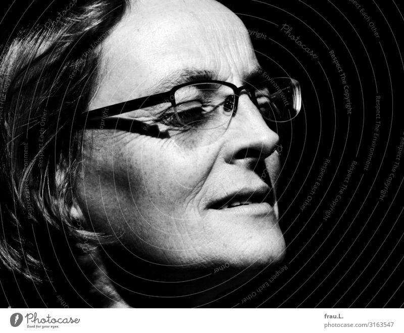 Geniessen Erholung Mensch feminin Frau Erwachsene Gesicht 1 30-45 Jahre 45-60 Jahre Brille genießen Lächeln Freundlichkeit einzigartig schön Zufriedenheit