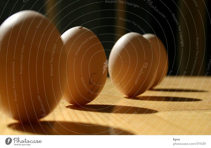 EI!?. Natur Holz Zufriedenheit Tisch Perspektive 4 obskur Ei Reihe Kette Haushuhn Erscheinung Wunder