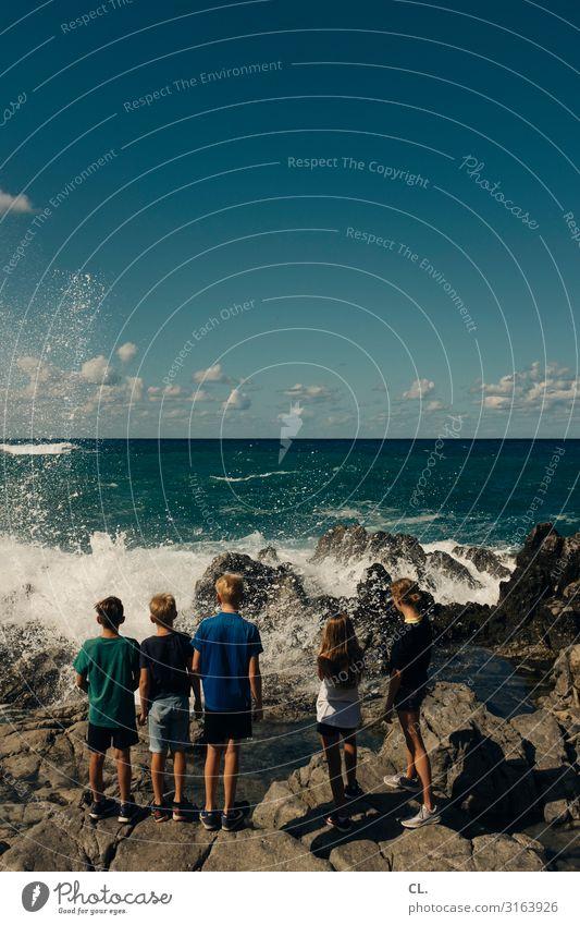 am meer Kind Mensch Himmel Ferien & Urlaub & Reisen Natur Jugendliche Sommer Wasser Meer Mädchen Leben feminin Küste Junge Tourismus Freundschaft