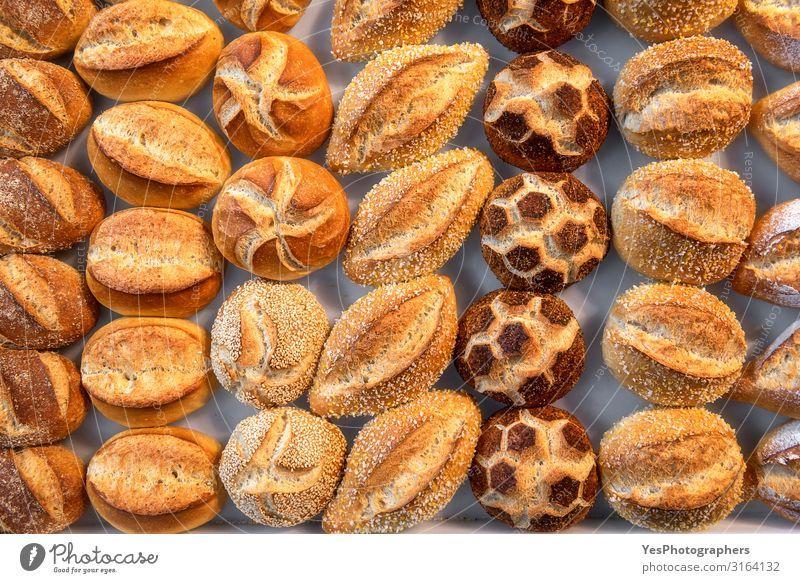 Vielfalt der Brötchen. Süß dekorierte Brötchen. Bayerische Brötchen Brot Ernährung kaufen Gesunde Ernährung frisch klein gelb Tradition obere Ansicht Sortiment