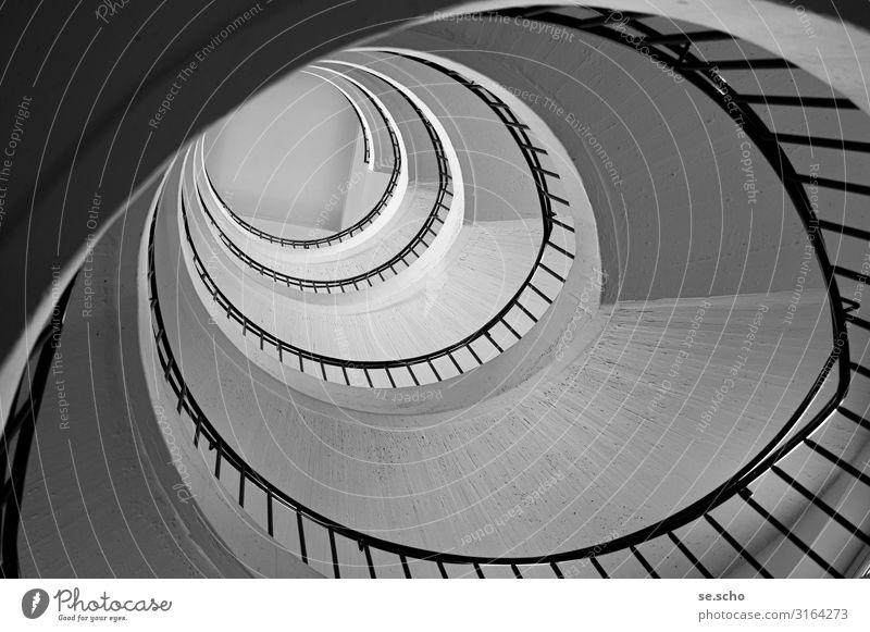 Aufstieg Treppe elegant grau schön Treppenhaus Treppengeländer Bauhaus Beton Spirale Quadrat Kreis Schatten Schwarzweißfoto Innenaufnahme Muster