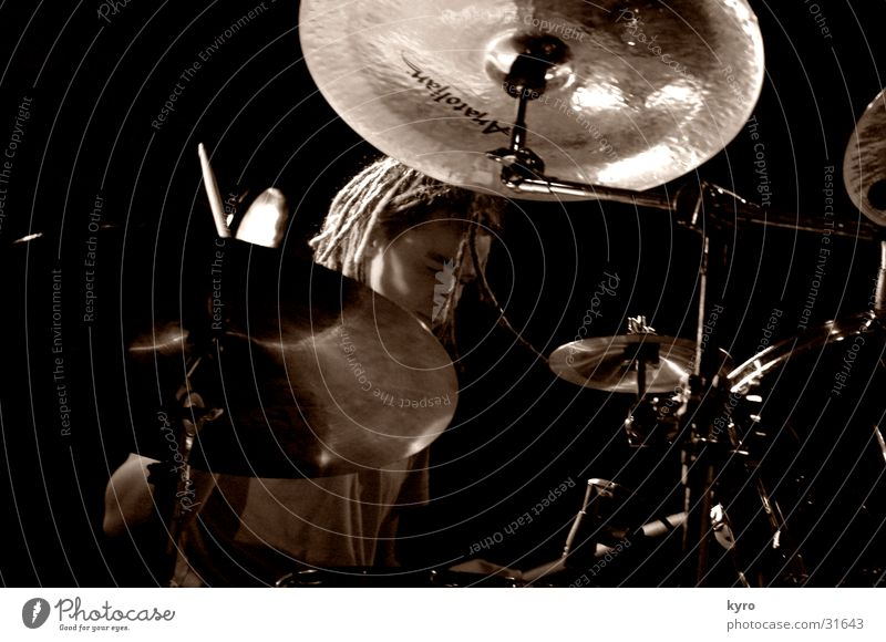 slidepulsedown2 dunkel Musik glänzend Nebel Show Konzert Rockmusik Bühne Fan Aktien laut Schlagzeug Becken Sänger Musiker