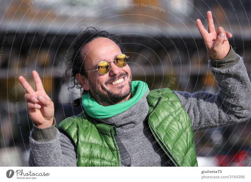 300 !! | UT HH19 Mann Erwachsene Leben Mensch 30-45 Jahre 45-60 Jahre Frühling Herbst Pullover Weste Rollkragenpullover Sonnenbrille schwarzhaarig brünett