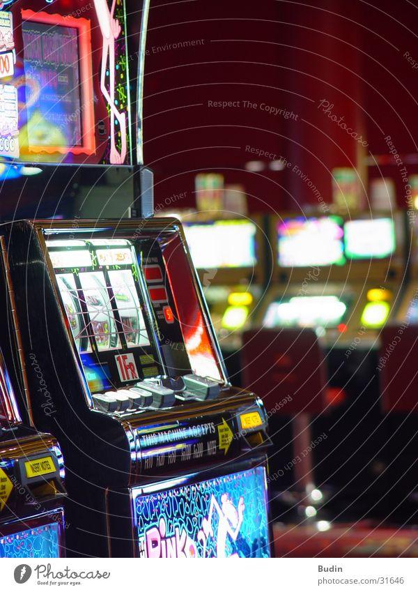 Casino Geld Spielen verlieren Glücksspielautomat Slotmachine einarmiger Bandit Spielkasino Lampe