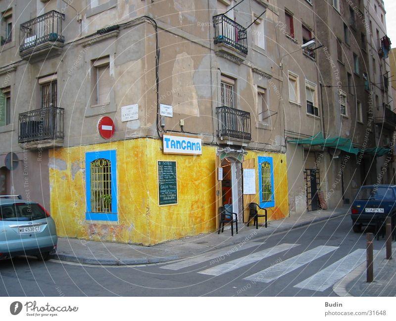 Tangana blau Haus gelb Straße Wand Architektur Ecke Bar außergewöhnlich Restaurant Barcelona Katalonien