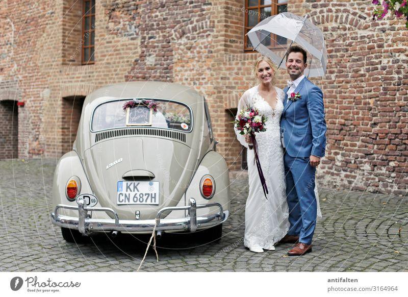 Hochzeit im Herbst Braut brautpaar Brautkleid Kleid Farbfoto Liebe Romantik schön weiß Tag Frau Feste & Feiern Fröhlichkeit verheiratet Mann Zusammensein